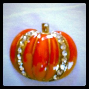 Women's pumpkin pin